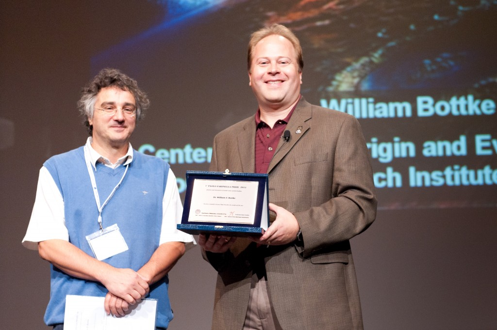 William Bottke receiving the Farinella Prize