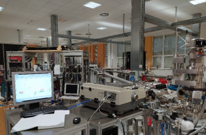 TA 2.11: The ice chamber and the FTIR spectrometer