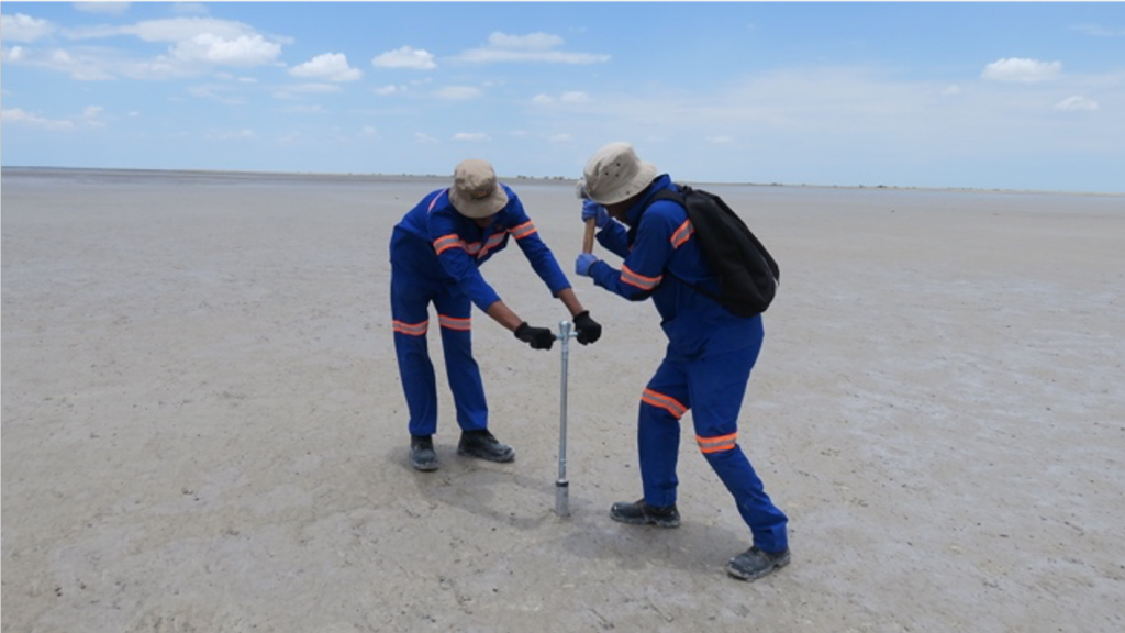 TA1.5: Makgadikgadi Salt Pans, Botswana. Students collecting a core of sediments from the pan for sedimentological and geomicrobiological studies.