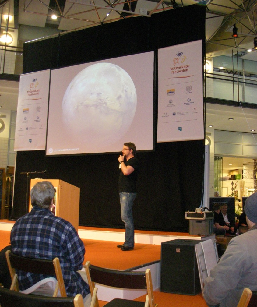Andreas Johnsson on stage at an event at the Göteborg Science Festival