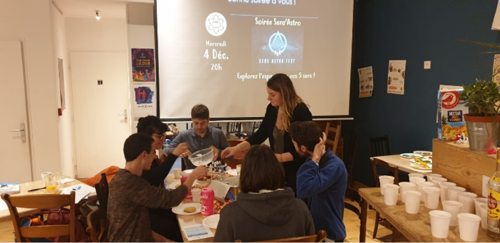 "Moments of our ""Sens'Astro night"" at Eurêkafé, Toulouse, France: making cookies that tastes like the Milky Way. Credit: Sens'Astro"